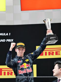Podio: tercer lugar Daniil Kvyat, Red Bull Racing