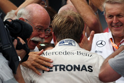 Race winner Nico Rosberg, Mercedes AMG F1 celebrates with Dr. Dieter Zetsche, Daimler AG CEO in parc