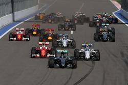 Nico Rosberg, Mercedes AMG F1 Team W07 leads at the start of the race