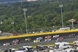 Erik Jones, Joe Gibbs Racing, Toyota Camry Sport Clips and Alex Bowman, Hendrick Motorsports, Chevrolet Camaro Axalta