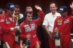 Podium: winnaar Alain Prost, McLaren Honda, tweede Gerhard Berger, Ferrari, derde Michele Alboreto, Ferrari