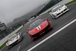 Olivier Beretta sulla Ferrari 488 GTE #70, Alessandro Pier Guidi sulla Ferrari 488 Pista, Davide Rigon sulla Ferrari 488 Challenge durante il Ferrari Show di domenica