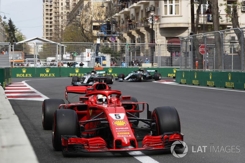 Sebastian Vettel, Ferrari SF71H, memimpin balapan