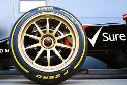 La Lotus E22 avec des pneus Pirelli 18 pouces