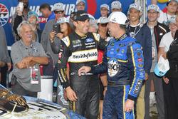 Il vincitore della gara Kevin Harvick, Stewart-Haas Racing, Ford Fusion