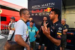 Daniel Ricciardo, Red Bull Racing con el staff de JMD Design