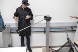 Max Verstappen bezoekt de fabriek van TAG Heuer bij de lancering van zijn eigen gelimiteerde model