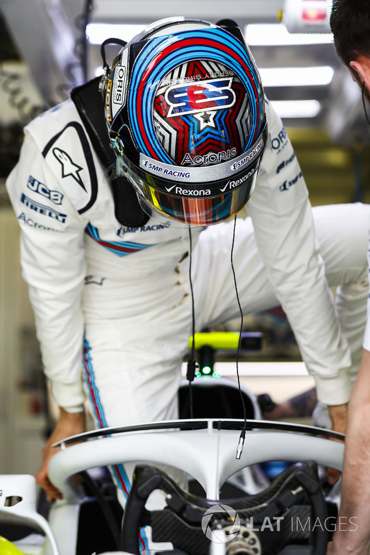 Sergey Sirotkin, Williams Racing, climbs in to his cockpit