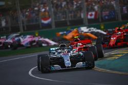 Lewis Hamilton, Mercedes AMG F1 W09, Kimi Raikkonen, Ferrari SF71H, Sebastian Vettel, Ferrari SF71H, and the rest of the field at the start
