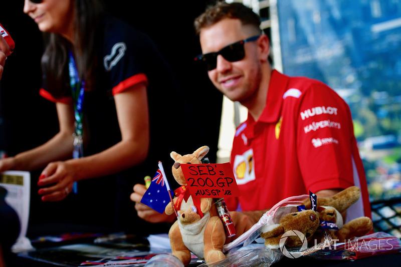 Sebastian Vettel, Ferrari and sign for 200th GP