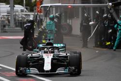 Lewis Hamilton, Mercedes-AMG F1 W09 EQ Power+ pit stop