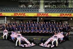 Esteban Ocon, Sahara Force India F1, Sergio Perez, Sahara Force India F1 with the team members