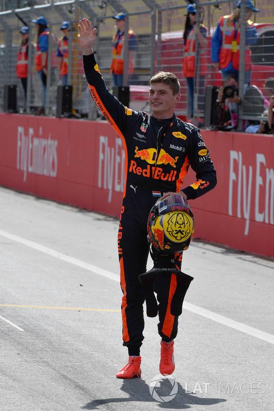 Le vainqueur Max Verstappen, Red Bull Racing fête sa victoire dans le parc fermé