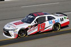 Brandon Jones, Joe Gibbs Racing, Toyota Camry Toyota Service Centers/Mobil 1