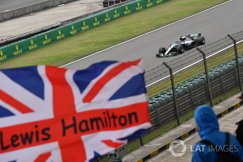 Lewis Hamilton, Mercedes-AMG F1 W09 EQ Power+ and Union flag