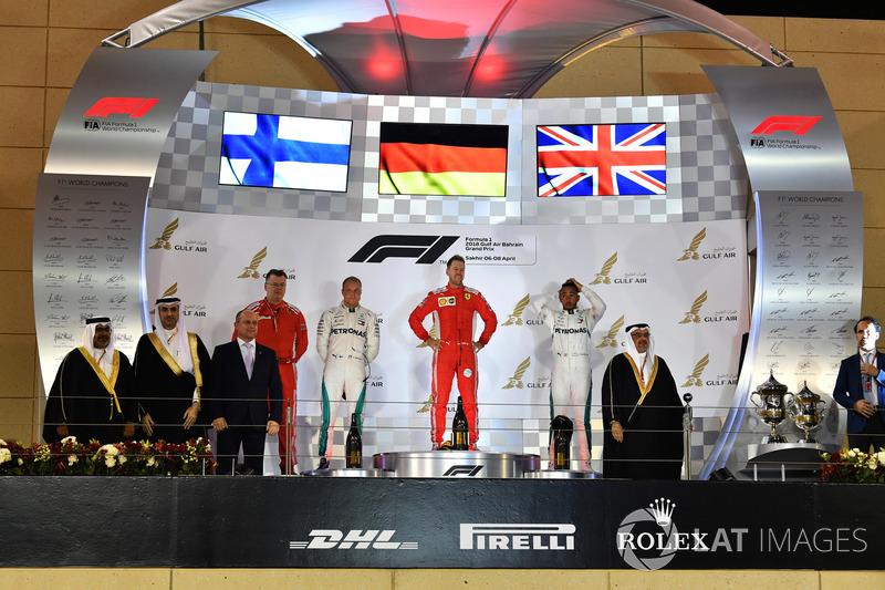 Гран Прі Бахрейну. Подіум: Себастьян Феттель, Валттері Боттас, Льюіс Хемілтон