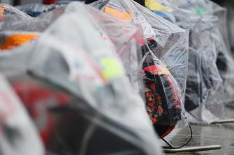 Moto coperte dalla pioggia