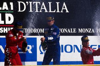 Podium: 1. Damon Hill, 2. Jean Alesi, 3. Michael Andretti