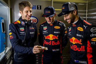 Daniel Ricciardo, Red Bull Racing, Max Verstappen, Red Bull Racing with a Red Bull Racing ExxonMobil engineer