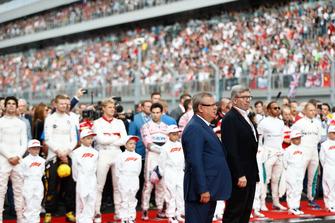 Andrey Kostin, président de VTB Bank, et Ross Brawn, directeur technique de la F1, sur la grille
