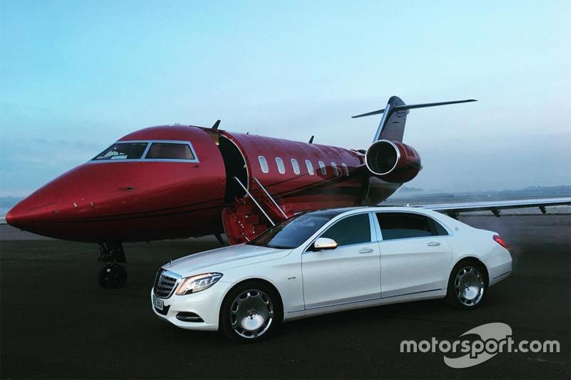 El jet privado del piloto inglés y uno de sus coches