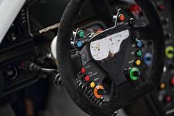 #33 Excellence Porsche Team KTR Porsche 911 GT3-R, dettaglio del volante