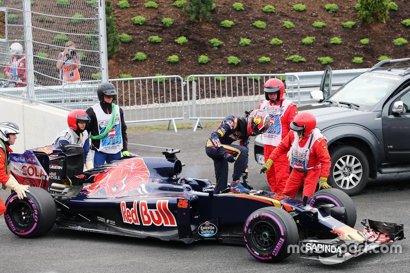 Daniil Kvyat, Scuderia Toro Rosso STR11, si ritira dalla gara