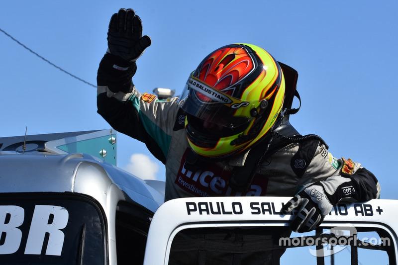 Paulo Salustiano comemora vitória em Londrina