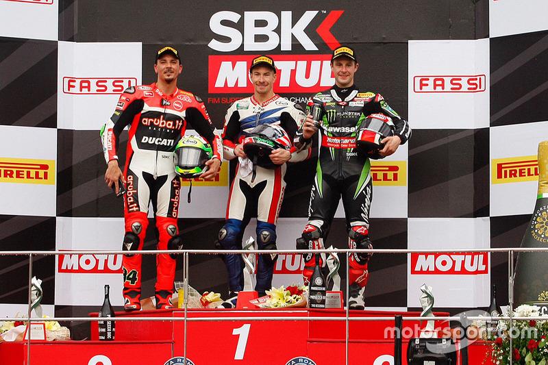 Podio: ganador de la carrera Nicky Hayden, Honda WSBK Team, segundo lugar Davide Giugliano, Ducati Team, tercer lugar Jonathan Rea, Kawasaki Racing