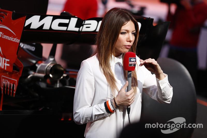 McLaren MCL32 ve medya mensupları