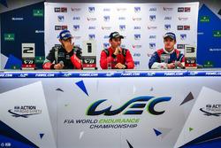 Le vainqueur Alfonso Celis Jr., Fortec Motorsports, le deuxième, Roy Nissany, RP Motorsport, le troisième, Egor Orudzhev, AVF