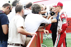 Mick Schumacher mit der Presse