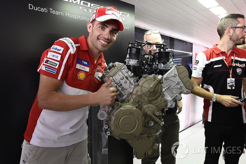 Michele Pirro, Ducati Team, peluncuran mesin Ducati V4