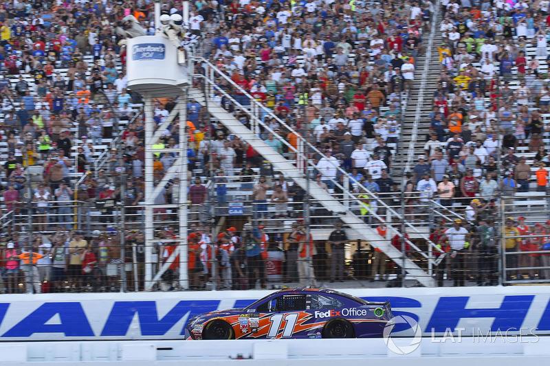 Denny Hamlin, Joe Gibbs Racing Toyota se lleva el triunfo