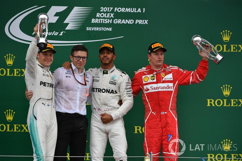 Podio: il vincitore della gara Lewis Hamilton, Mercedes AMG F1, il secondo classificato Valtteri Bottas, Mercedes AMG F1, il terzo classificato Kimi Raikkonen, Ferrari, Peter Bonnington, ingegnere di pista Mercedes AMG F1