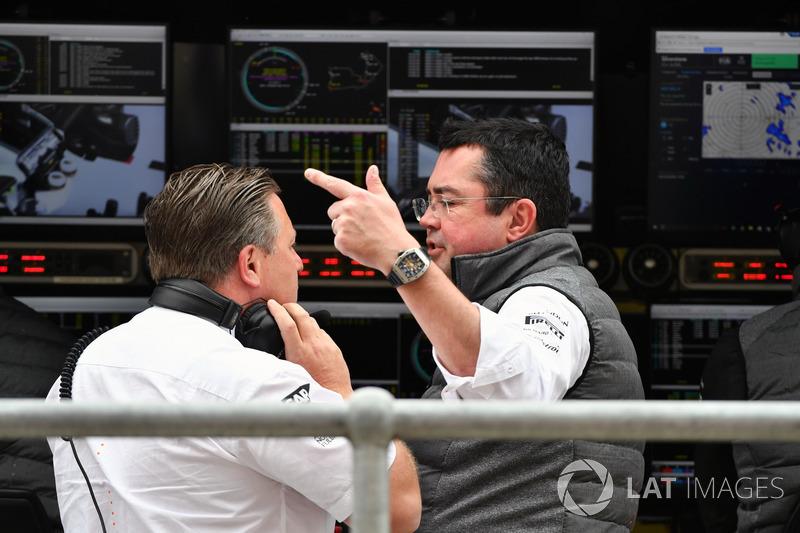 Zak Brown, Director Ejecutivo de McLaren y Eric Boullier, Director de carreras de McLaren