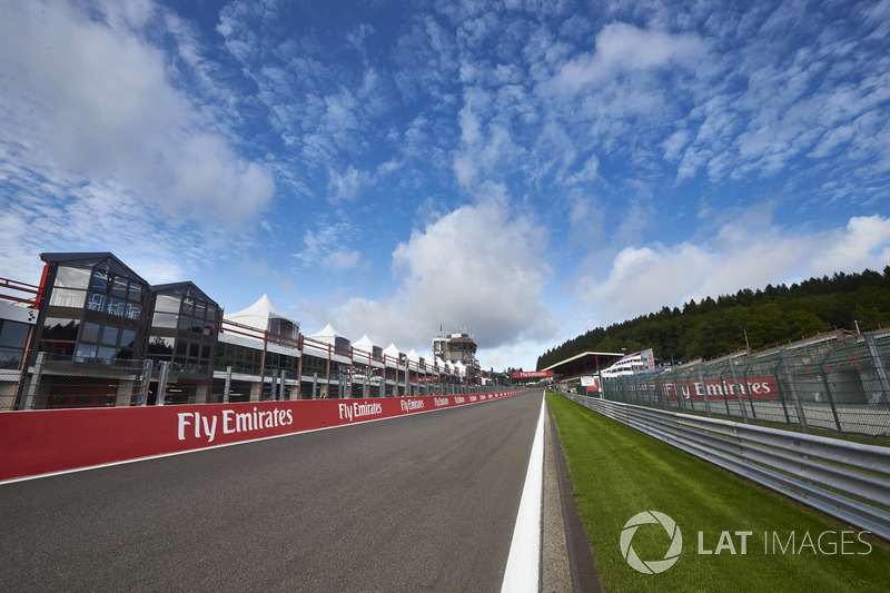 Track detail of the run down to Eau Rouge