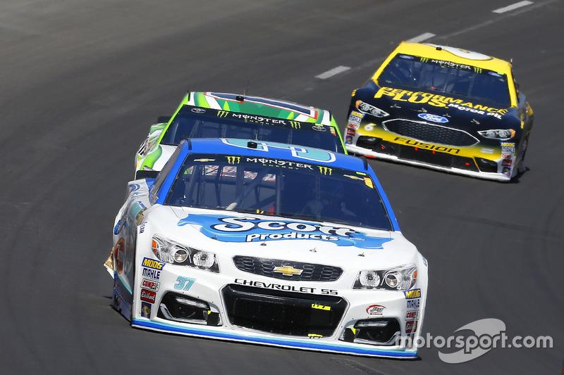 Chris Buescher, JTG Daugherty Racing, Chevrolet; Kyle Busch, Joe Gibbs Racing, Toyota