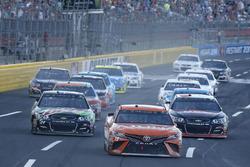 Chase Elliott, Hendrick Motorsports, Chevrolet; Daniel Suárez, Joe Gibbs Racing, Toyota