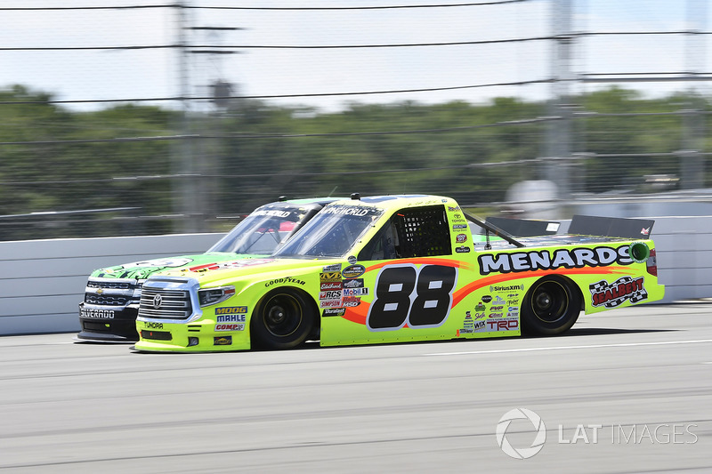 Matt Crafton, ThorSport Racing Toyota, John Hunter Nemechek, SWM-NEMCO Motorsports Chevrolet