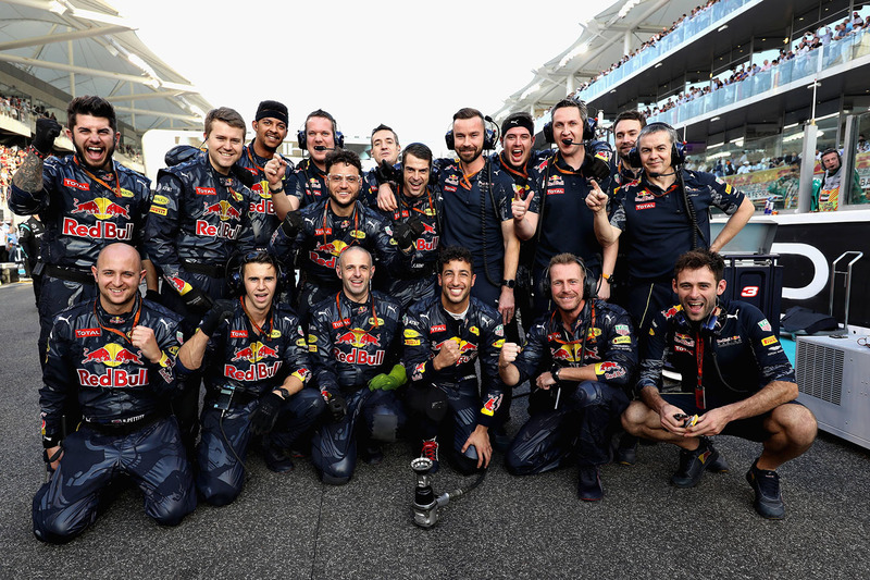 Mecánicos de Red Bull Racing con Daniel Ricciardo, Red Bull Racing en la parrilla