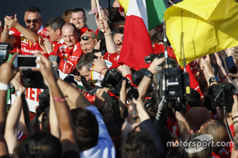 1. Sebastian Vettel, Ferrari, feiert im Parc Ferme