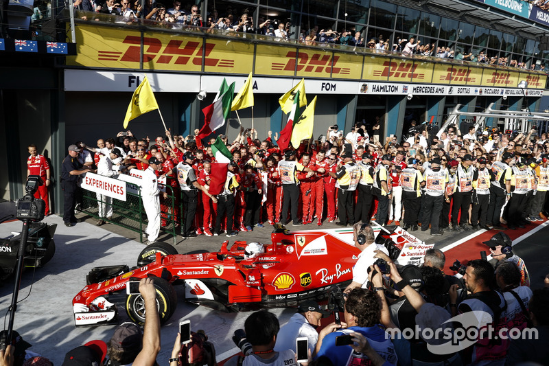1. Sebastian Vettel, Ferrari SF70H, im Parc Ferme