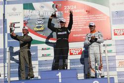 Podio gara 1, il vincitore Kevin Giacon, il secondo classificato Davide Nardilli, MM Motorsport, il terzo classificato Nicola Baldan, Pit Lane
