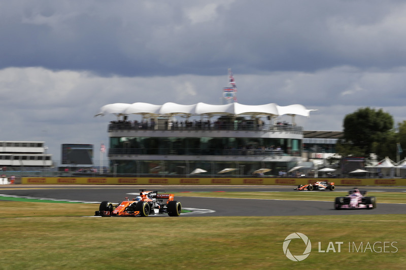 Фернандо Алонсо, McLaren MCL32, Серхіо Перес, Sahara Force India F1 VJM10
