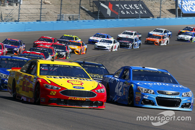 Joey Logano, Team Penske, Ford; Kyle Larson, Chip Ganassi Racing, Chevrolet