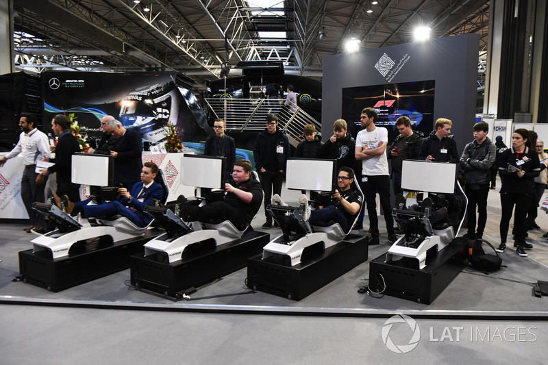 Fans race on simulators