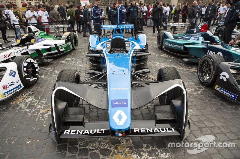 Coche de exhibición de Fórmula E en Roma