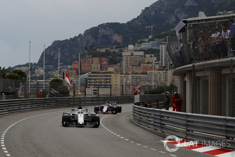 Marcus Ericsson, Sauber C37, y Sergio Perez, Force India VJM11