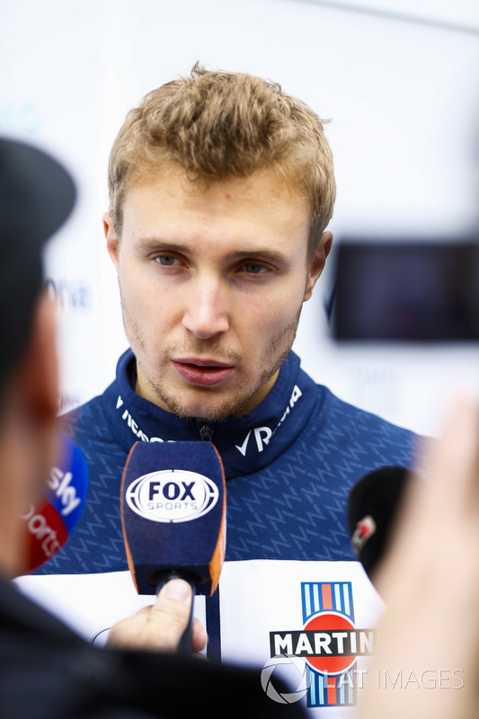 Sergey Sirotkin, Williams Racing, con los medios